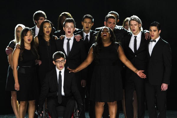 "The cast of ""Glee"" pays tribute to Cory Monteith after his death of a drug overdose."
