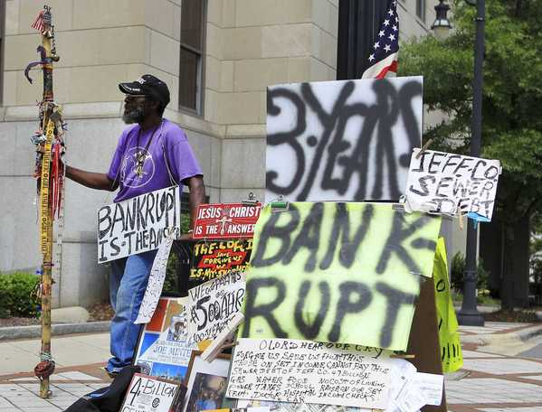 File photo: Joe Minter, a resident of Jefferson county for 66 years, pickets in front of the Jefferson County Municipal building protesting the sewer bond debt, in Birmingham, Alabama, in this file image from August 2011. Alabama's Jefferson County filed for bankruptcy court protection on November 10, 2011 in the biggest municipal bankruptcy in U.S. History.