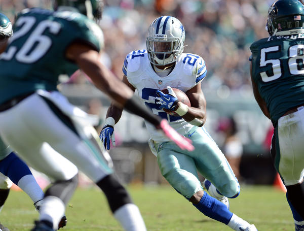 Dallas Cowboys running back Joseph Randle (21) makes a cut against the Philadelphia Eagles at Lincoln Financial Field in Philadelphia on Sunday.
