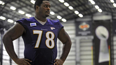 Ravens trade Bryant McKinnie to Miami Dolphins