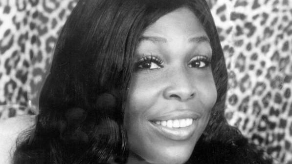 "Gloria Lynne, a New York-born jazz vocalist best known for the ballad ""I Wish You Love,"" is shown in 1974."