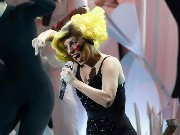 Pop star Lady Gaga performs during the 2013 MTV Video Music Awards in New York August 25, 2013.
