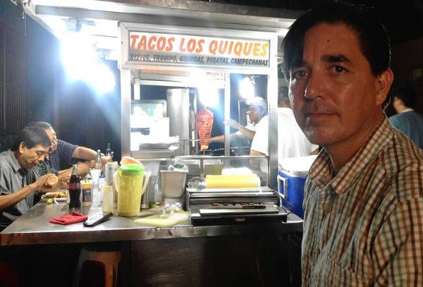 "Monterrey resident and poet Armando Alanis now feels safe enough to stop off for a late-night nosh at Tacos Los Quiques, a favorite sidewalk food cart. ""We couldn't have done this two years ago,"" he said, referring to the violence in the Mexican city."