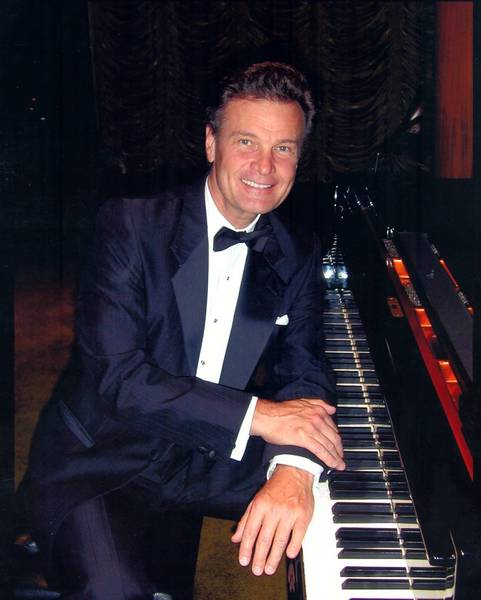 Niles native and renowned pianist Doug Montgomery will play on Nov. 2 at Oakton Community College.