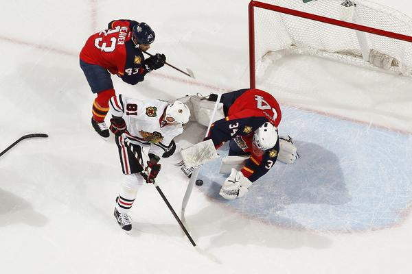 Panthers goalie Tim Thomas stops a shot by Marian Hossa during Tuesday's Hawks shootout win.