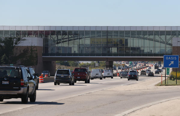 Drivers pass under the Des Plaines Oasis along the Jane Addams Memorial Tollway on Sept. 26. The Illinois tollway board has taken steps to increase the speed limit on some stretches along the Jane Addams, I-88 and the Tri-State Tollway.