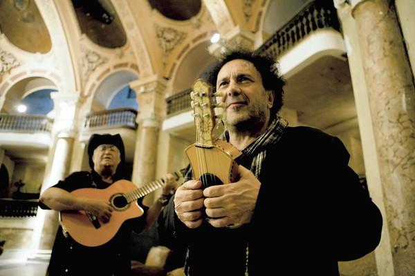 """Enzo Avitabile, right, in the documentary """"Enzo Avitable Music Life."""""""