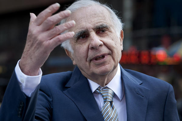 Billionaire investor Carl Icahn says he won't tender his Apple shares if the company agrees to his proposal to implement a $150-billion repurchase.