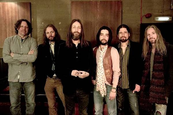 The Black Crowes include Steve Gorman (left), Rich Robinson, Chris Robinson, Jackie Greene, Sven Pipien, Adam MacDougall.