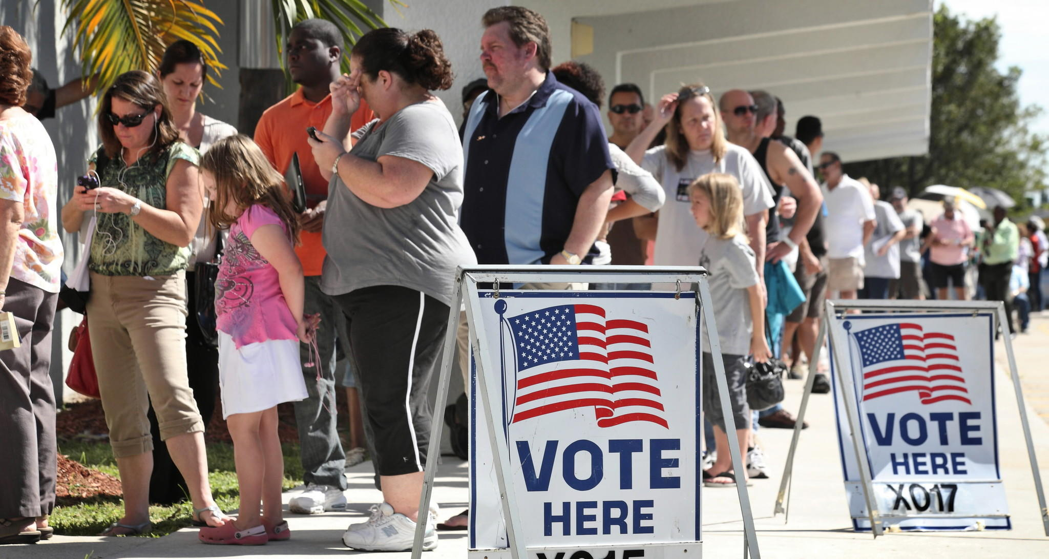 Voters lines UP to vote at Pembroke Lakes Elementary in Pembroke Pines on November 6, 2012. Staff photo/Cristobal Herrera Sun-Sentinel