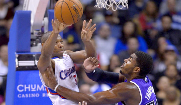 Willie Green passes the ball over Sacramento's Jason Thompson during the Clippers' 110-100 loss to the Kings at Staples Center on Friday.