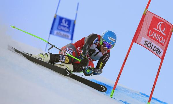 Ted Ligety weaves his way through the gates during his second run in a World Cup giant slalom race in Soelden, Austria, on Sunday.