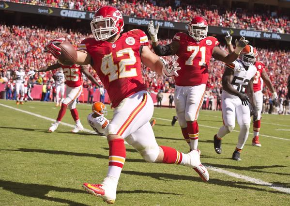 Chiefs fullback Anthony Sherman scores a touchdown on a 12-yard pass in the second quarter against the Browns.