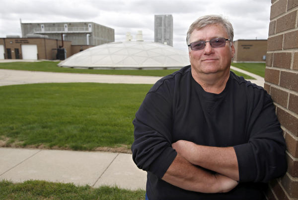 Pete Hesla, who has spent more than three decades turning dirty water into clean water, will retire as superintendent of the Aberdeen Wastewater Plant in January.