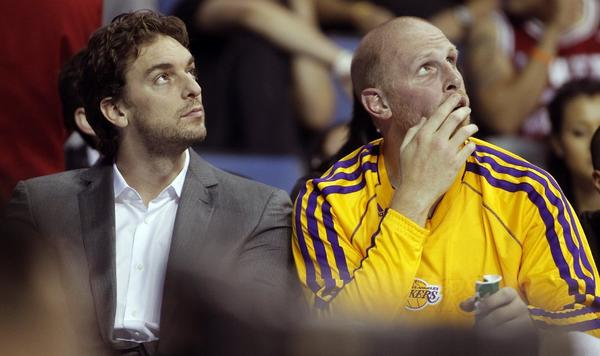 Chris Kaman, right, on the Lakers' bench with Pau Gasol, played for the Clippers for eight seasons.