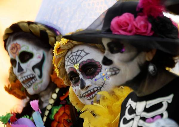 "Women dressed as La Catrina, a popular figure in Mexico known as ""The Elegant Skull"", pose during celebrations marking the upcoming Day of the Dead at the National Autonoma University of Mexico, in Mexico City October 30, 2013. The annual Day of the Dead is observed on November 1 and 2. REUTERS/Henry Romero (MEXICO - Tags: RELIGION SOCIETY) ORG XMIT: HNR14"