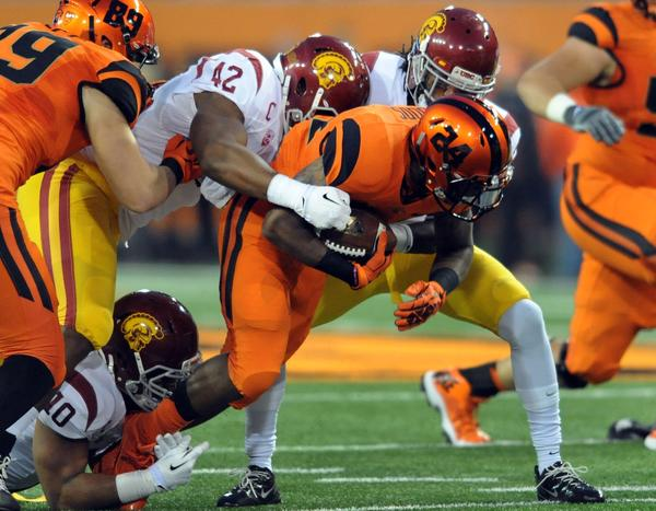 USC linebacker Devon Kennard (42) helps bring down Oregon State running back Storm Woods in the first half.
