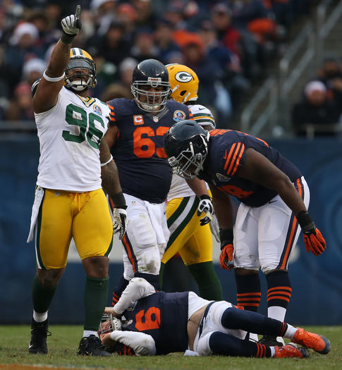 Cutler sacked vs. Packers