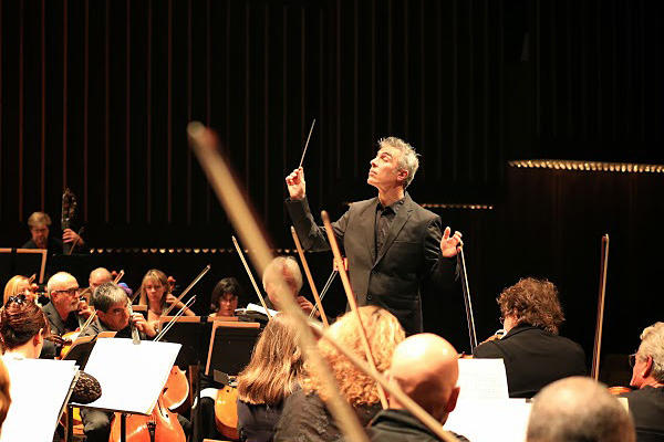 David Lockington conducts the Pasadena Symphony Saturday at the Ambassador Auditorium. It was Lockington's first concert as the orchestra's music director.