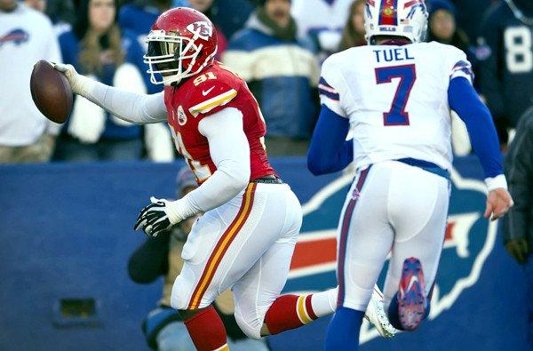 Kansas City Chiefs outside linebacker Tamba Hali (91) returns a fumble for an 11-yard touchdown ahead of Buffalo Bills quarter Jeff Tuel in the fourth quarter Sunday.