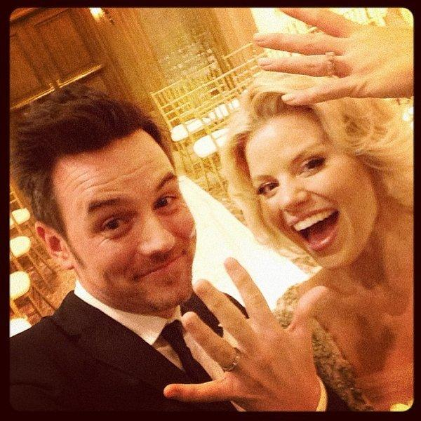 "Megan Hilty of ""Smash"" marries longtime boyfriend Brian Gallagher."