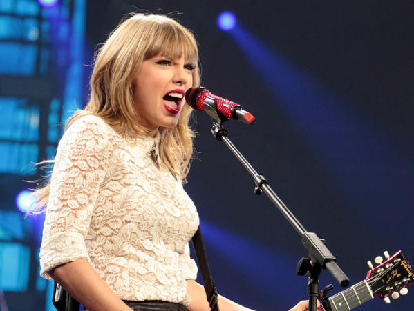 Taylor Swift, seen here in Washington, D.C., during her Red Tour, will receive the Country Music Assn.'s Pinnacle Award during the CMA Awards show Wednesday, Nov. 6, in Nashville.