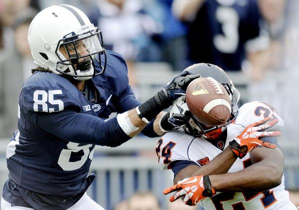 Illinois' Darius Mosely breaks up a pass to Penn State's Brandon Felder during the fourth quarter.