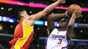 Dwight without the 'D' — Clippers rout Howard and defenseless Rockets