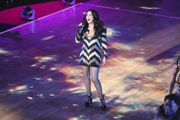 """Cher belts one out on """"Dancing with the Stars."""""""