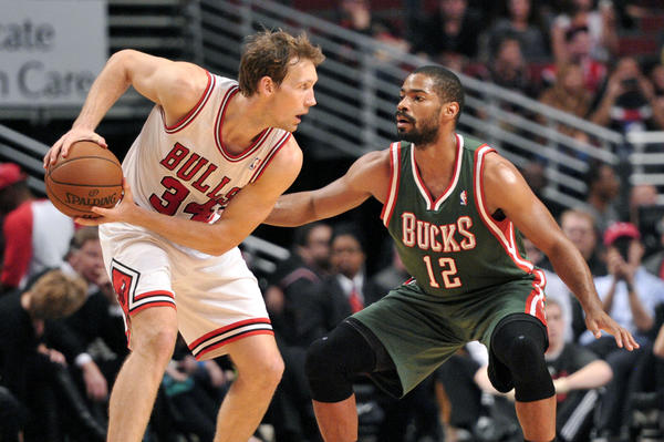 Chicago Bulls guard Mike Dunleavy (left) is defended by Milwaukee Bucks point guard Gary Neal during a game on Oct. 22.