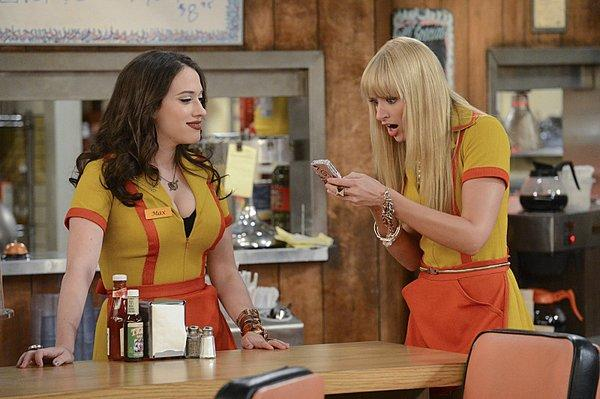 "Kat Dennings, left, and Beth Behrs, stars of CBS' ""2 Broke Girls,"" will co-host the People's Choice Awards in January."