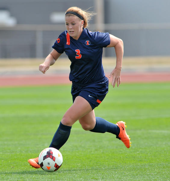 Illini striker Jannelle Flaws has come back from two ACL surgeries.