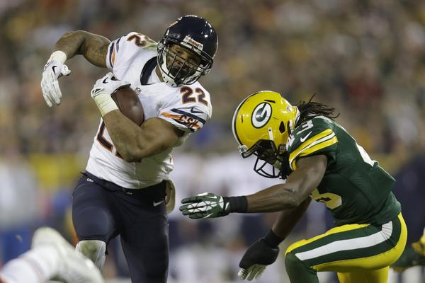 Matt Forte tries to elude a tackle from the Packers M.D. Jennings