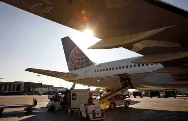 """Passengers on mainline United Airlines flights can now keep their electronic gadgets turned on throughout the flight as long as they are switched to """"airplane mode."""""""