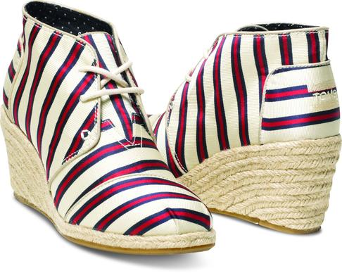 Shoemaker Tabitha Simmons has collaborated with Toms for a Holiday 2013 collection.