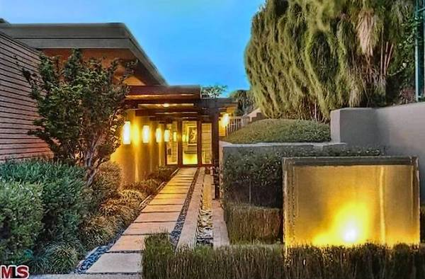 Zac Efron, who seems to be in every other movie these days, still found time to pick up a home in Hollywood Hills recently for $3.995 million.
