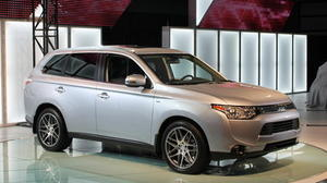 2014 Mitsubishi Outlander upgrades ride, value