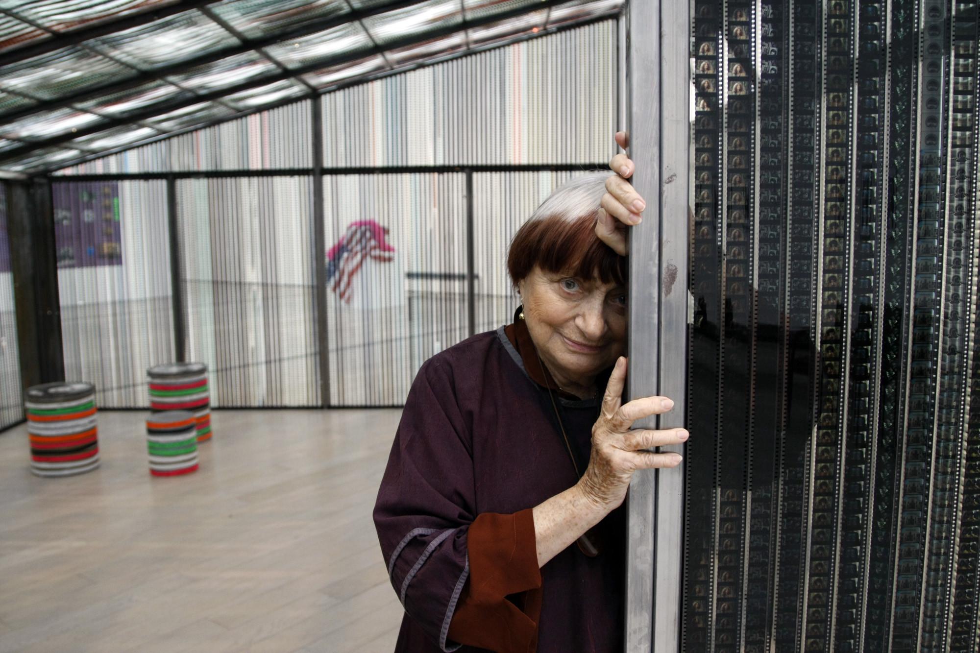 Premio alla Carriera ad Agnès Varda, qui al LACMA di Los Ageles: sulla cresta dell'onda a cavallo di un surf chiamato Arte