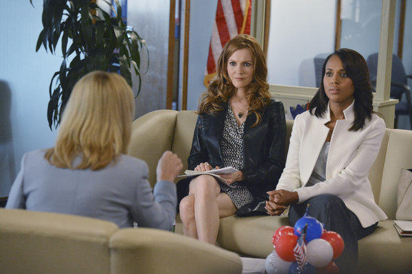 "Actresses Lisa Kudrow, Darby Stanchfield and Kerry Washington appear in a scene from the latest episode of ""Scandal,"" titled ""Icarus."""