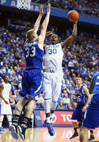 Kentucky's Julius Randle shoots the ball while defended by D.J. Cunningham.