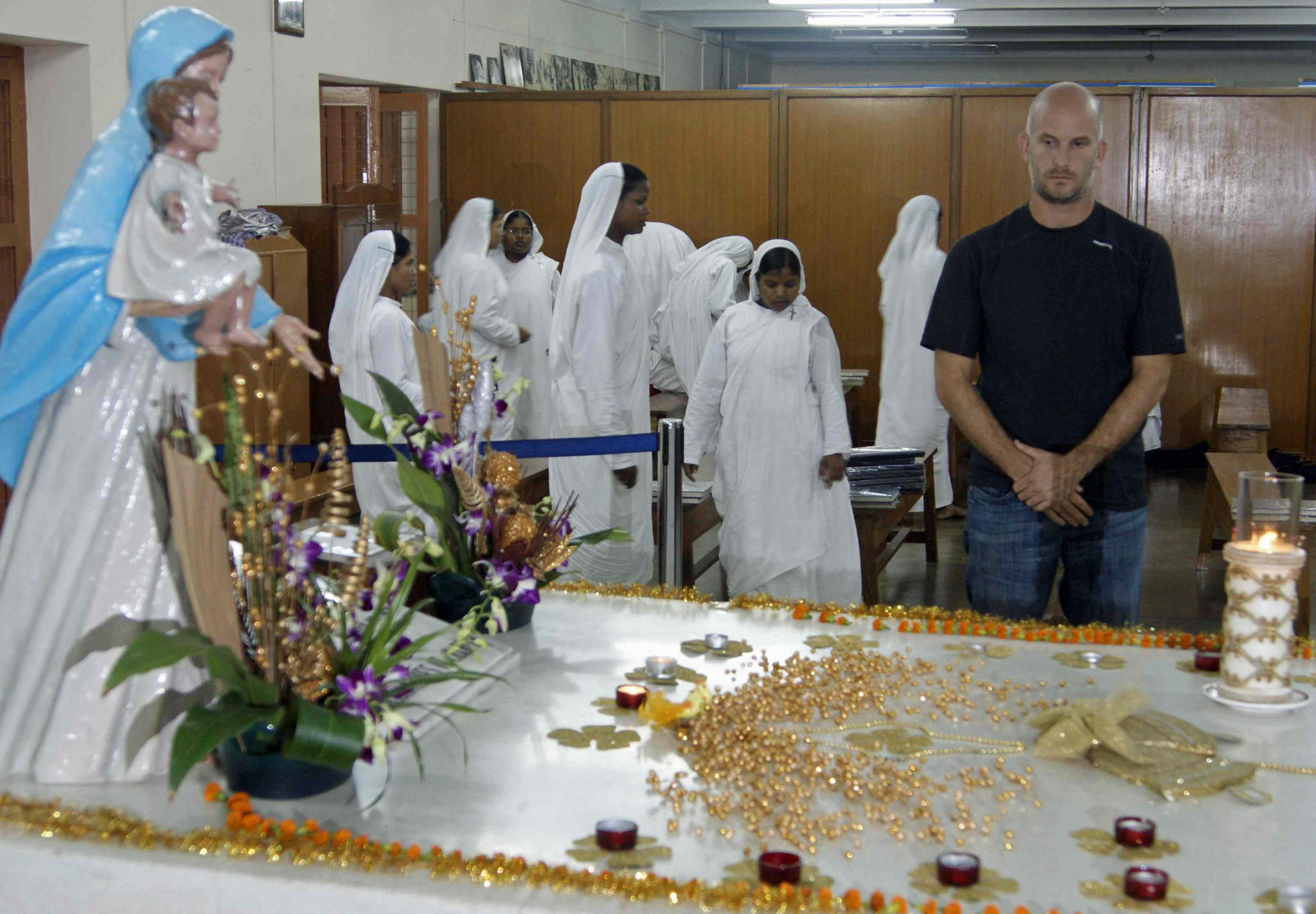 Leon Logothetis at Mother Teresa's tomb in Kolkata, India.