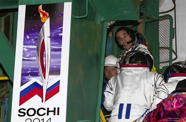 Mastracchio looks back as he boards the Soyuz TMA-11M spacecraft at the Baikonur cosmodrome.