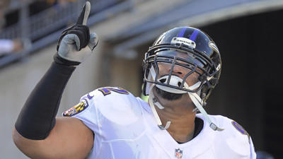 Ravens' Haloti Ngata sprains knee vs. Bengals, returns