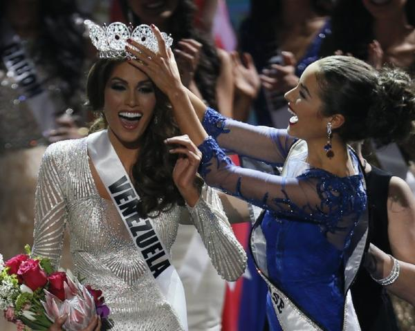 Miss Universe 2012 Olivia Culpo, from the United States, right, crowns her successor, Miss Venezuela Gabriela Isler, during the 2013 Miss Universe pageant in Moscow.