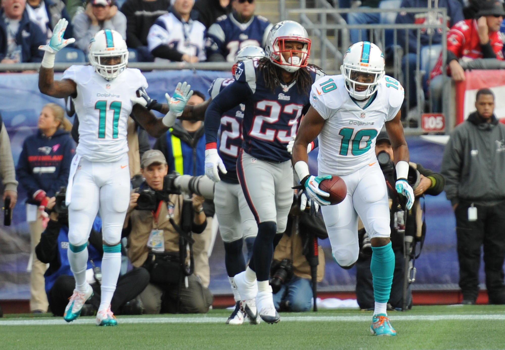 Brandon Gibson scores a touchdown in the first quarter against the Patriots.