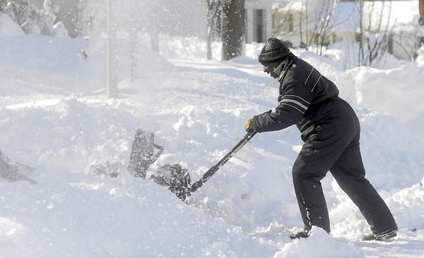 Glen Burnie resident Alfred Anderson digs his way out of 'Snowmaggedon' in February 2010.