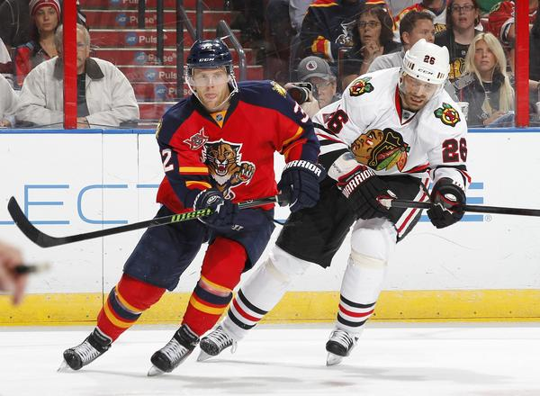 Kris Versteeg vs. the Hawks' Michal Handzus during an October game.