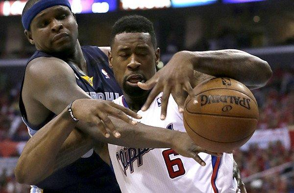Grizzlies All-Star Zach Randolph, left, knocks the ball away from Clippers center DeAndre Jordan.