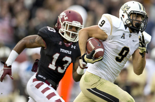Central Florida receiver J.J. Worton beats Temple cornerback Nate L. Smith for a touchdown Saturday.
