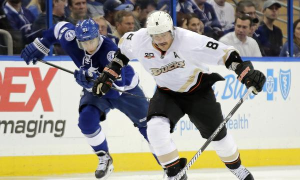 Teemu Selanne and the Ducks hope to snap a three-game losing streak Monday when they take on the Pittsburgh Penguins.